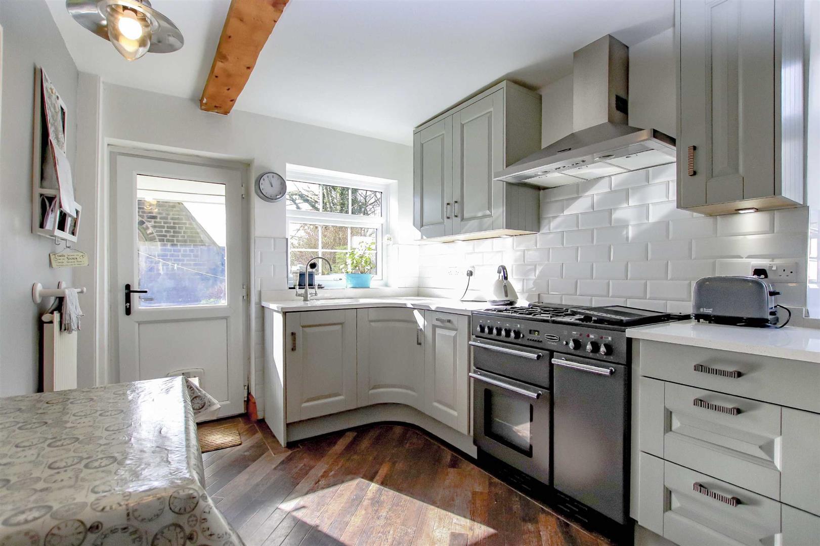 4 Bedroom Detached House For Sale - p033686_03.jpg